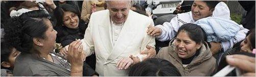 El Papa Francisco visita por sorpresa un barrio pobre a las afueras de Roma